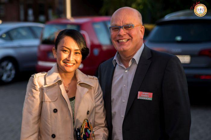 Maytarani Vabiolla Jablonski - Botschafterin für Bali - mit Jürgen R Grobbin - IDEE MEDIEN
